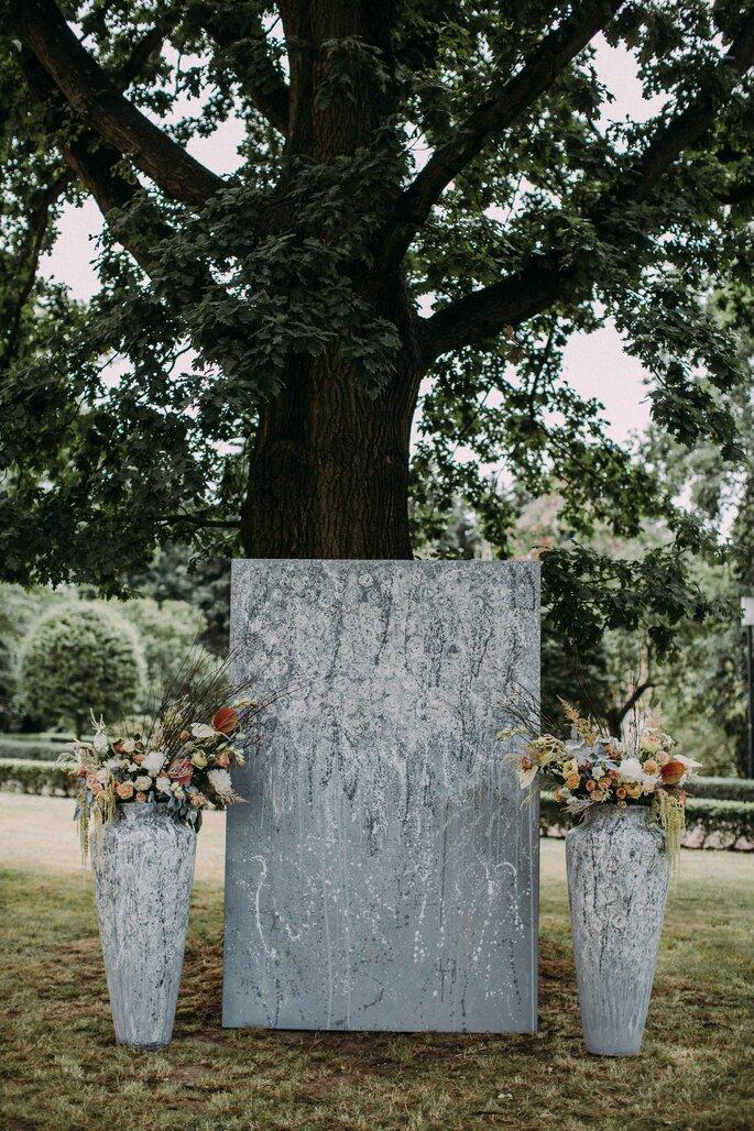 gausfotografie.de: Kunstobjekte verleihen dem Herrenhaus bei der Hochzeit einen ganz besonderen Charme.