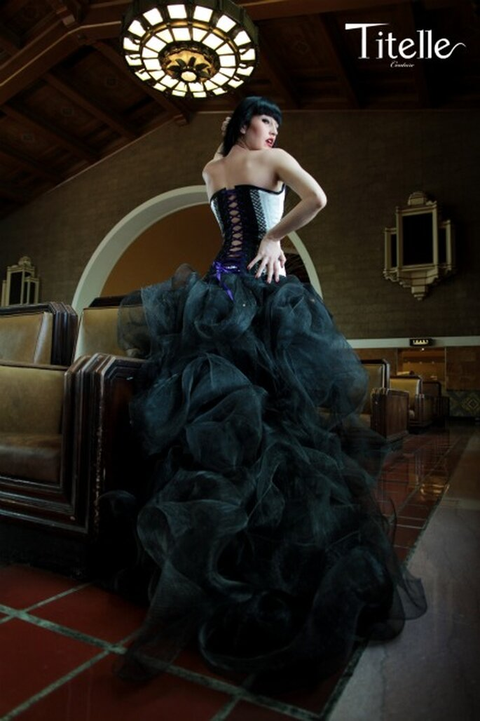 "Robe ""Lady Peacock"" - Titelle collection 2011 - Photographe : Lp Addictive et Modèle : Elena Avdeeva"