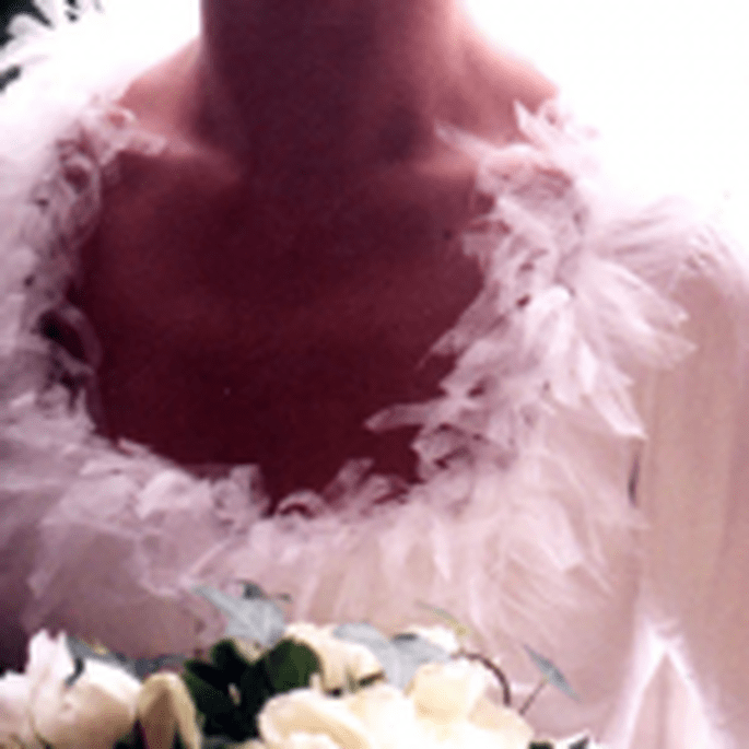 Détail d'une robe de mariée en papier créée par Mireille Etienne Brunel