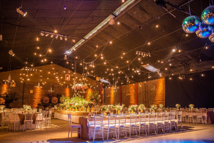 Muitas luzes na decoração - Foto: Lester Fotografía