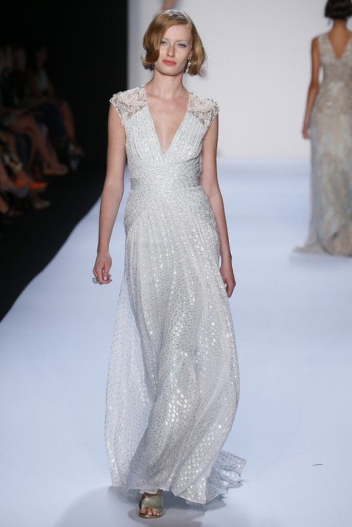 Robe de mariée 2014 sans manches, col en V et jupe top chic - Photo Badgley Mischka