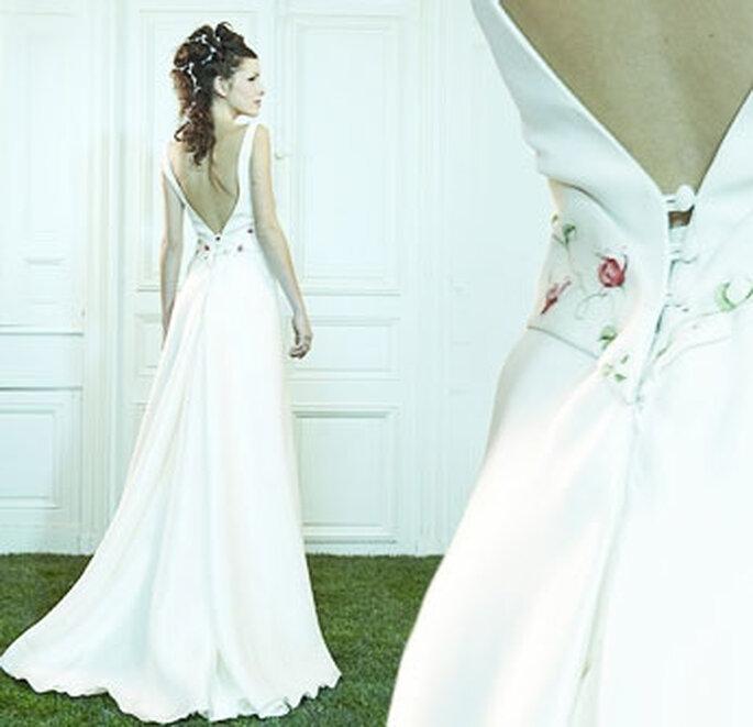 Collection de robes de mariée Valérie Devillers - Laurier : crêpe de soie et triple organza, ceinture peinte et rebrodée