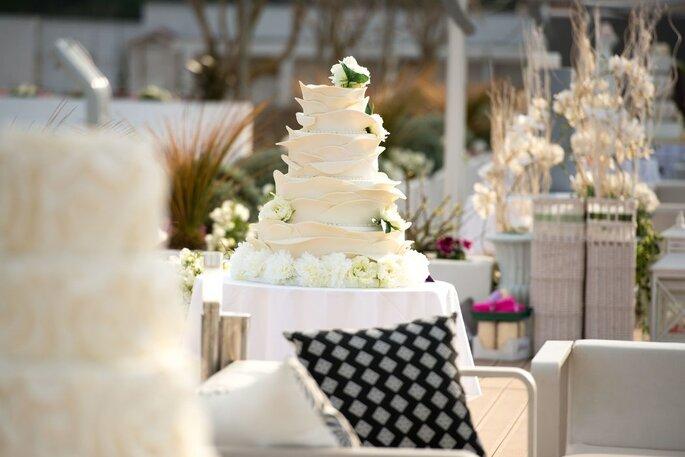Kora Events - torta nuziale bianca a più piani