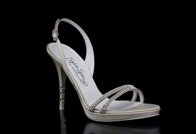 Sandalia para novias modelo Giada by Francesco. Talón abierto,  tacón de 10 cm y tiras delanteras en strass
