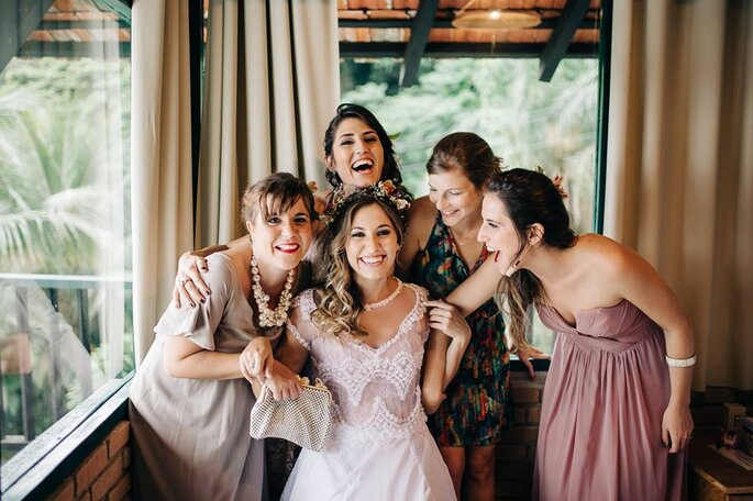 Noiva e madrinhas no dia da noiva