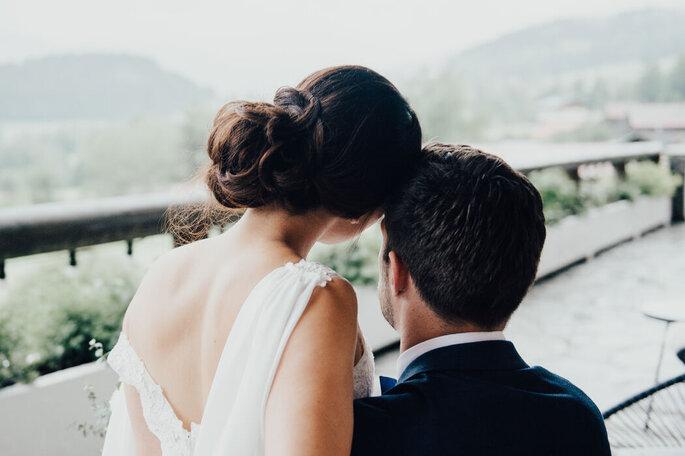 Deux mariés célèbrent leur union à la montagne avec vue sur le Mont-Blanc