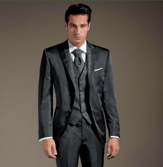 Cravatta coordinata al gilet e al reversè della giacca. Lubiam. Foto: www.lubiam.it