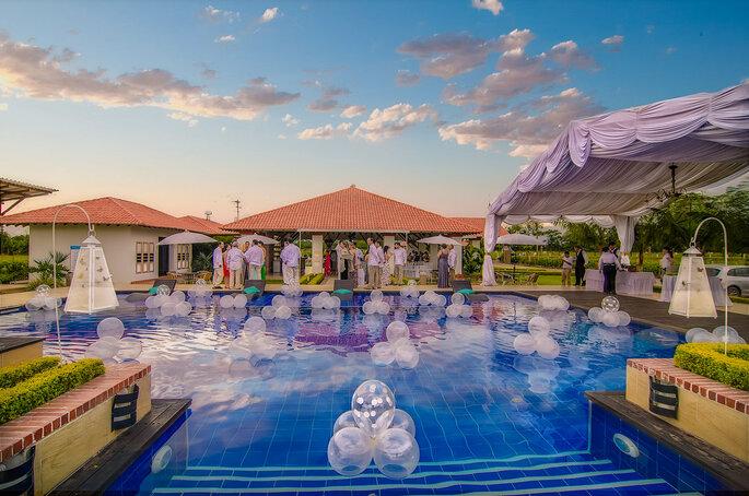 Brizantha Hotel Campestre Bodas en piscina