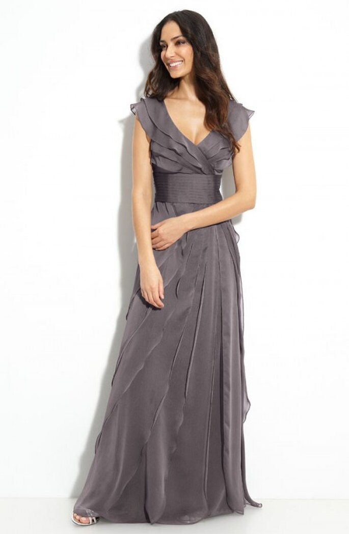 Vestido de gala con mangas en color gris para damas de boda - Foto Nordstrom