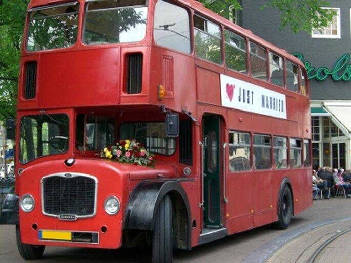 Ein Bus für die Hochzeitsgäste. Foto. Xenia Kehnen / pixelio.de