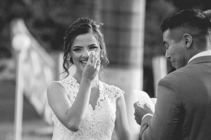 Emoção da noiva na cerimônia pelo Studio Cubo