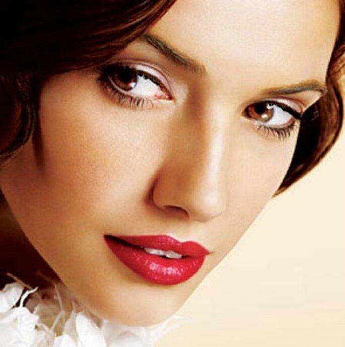 Se vuoi optare per labbra rosso fuoco, gli occhi andranno lasciati piuttosto naturali. Foto www.sposarsiinpuglia.it