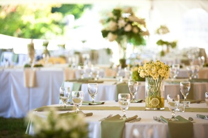 Colores neutros para la decoración en bodas del 2013 - Foto Mastin Studio en Polkadot Bride