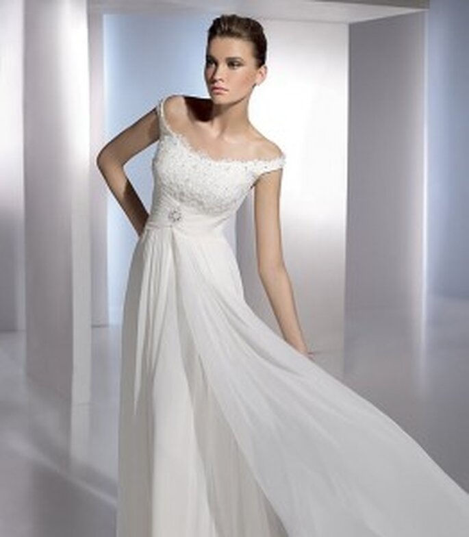 Ebro by San Patrick, with off the shoulder straps and tulle overskirt