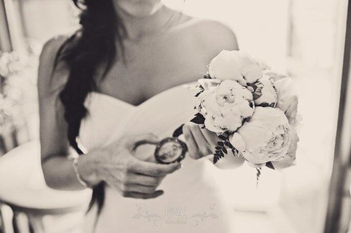 Reparte flores entre tus invitadas. Foto: Fran Russo