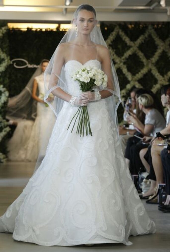 Dramatische brautschleier von oscar de la renta for Where to buy oscar de la renta wedding dress