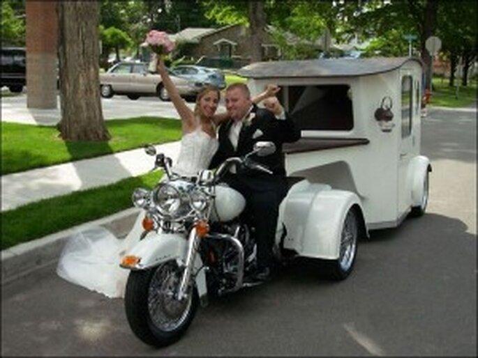 L'arrivée en moto peut se révéler une alternative intéressante et originale pour un mariage en été ou au printemps