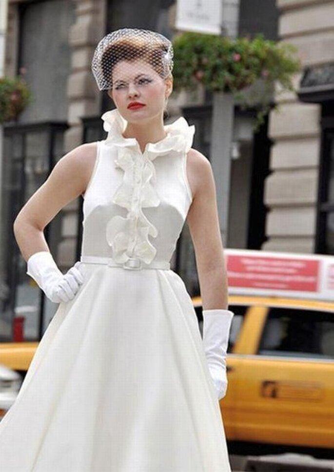 Vestito da sposa con scollo con volants