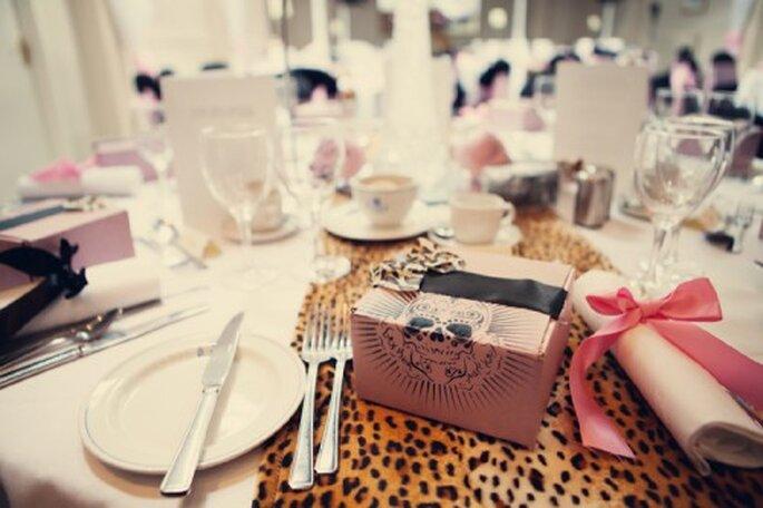 Decoracion de boda con estampado de leopardo - Foto de Assasynation en Rock n Roll Bride