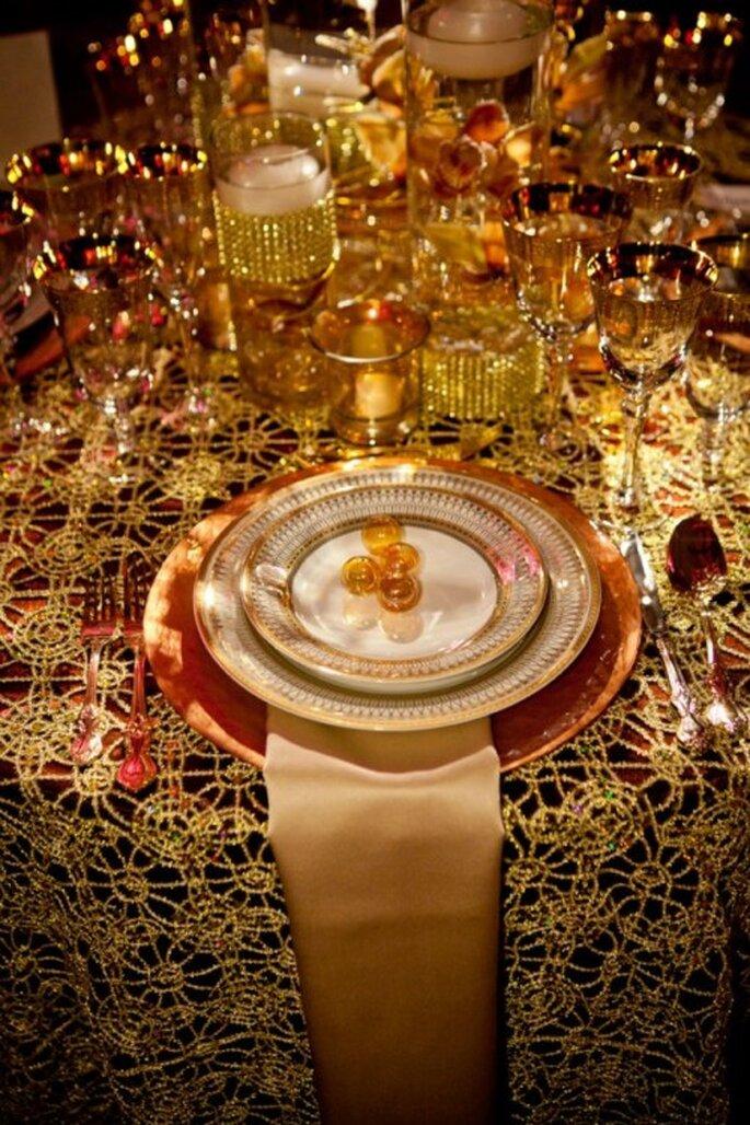 Vajilla, cubiertos y decoracion en color dorado al estilo de Beyoncé- Foto: Floramor Studios Facebook