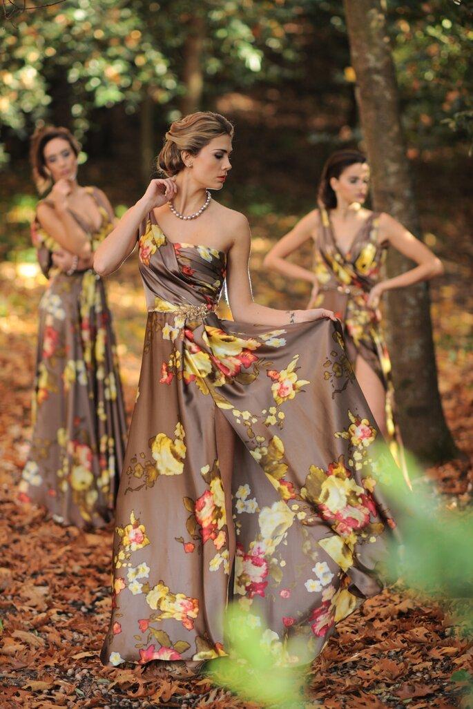 vestido de comvidada castanho com flores