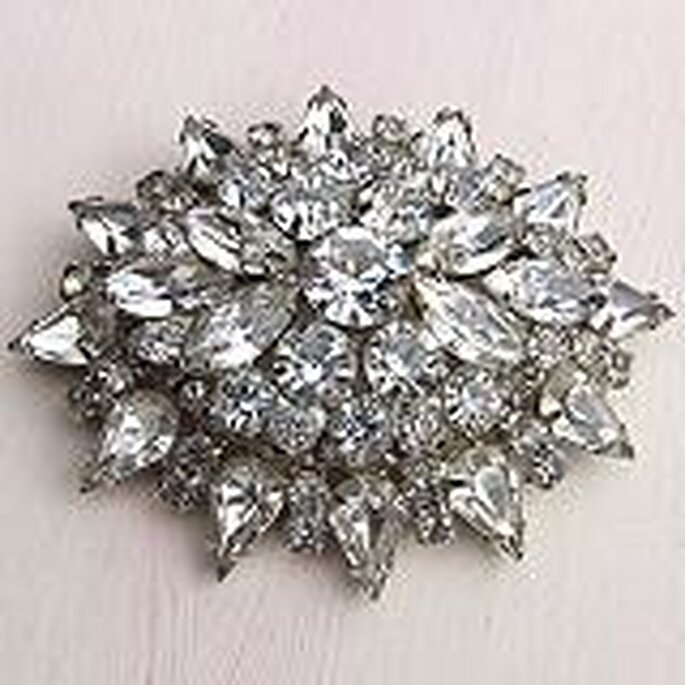 A bridal vintage rhinestone brooch from Magpie Vintage