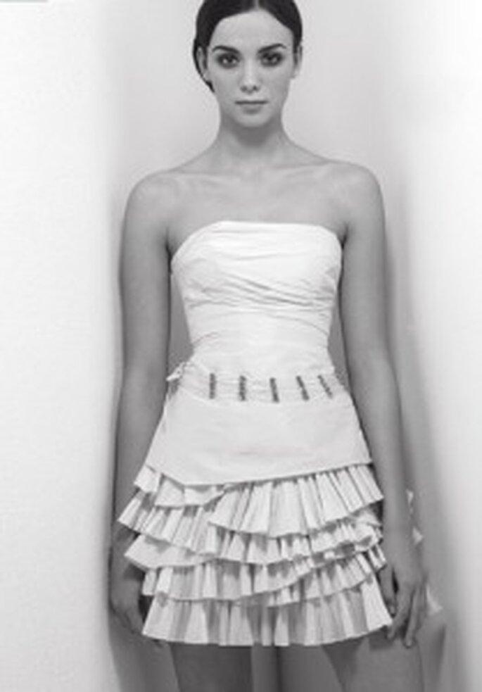 Cymbeline 2009 - Balneo, vestido corto escote palabra de honor. Falda con flecos