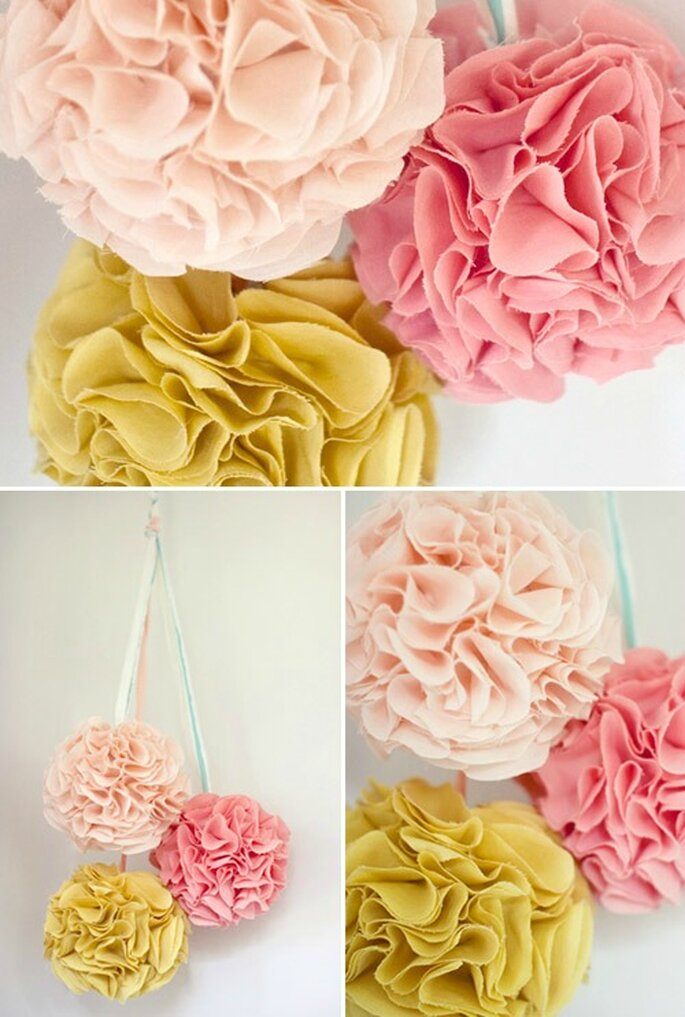 Pom pom in stoffa in colori tenui per un matrimonio semplice ma chic. Foto 100matrimoni.it