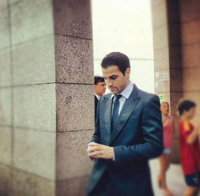 Ces Fábregas tampoco quiso perderse el 'sí quiero' de Iniesta. Foto: Twitter