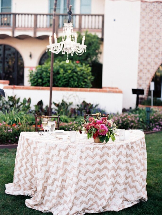 A wedding in a magical garden with colorful touches - Photo:  Harmony Loves