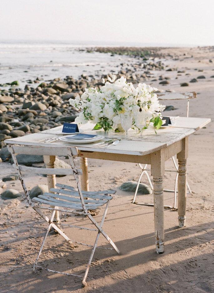 montaje para una boda en la playa - Jose Villa Photography