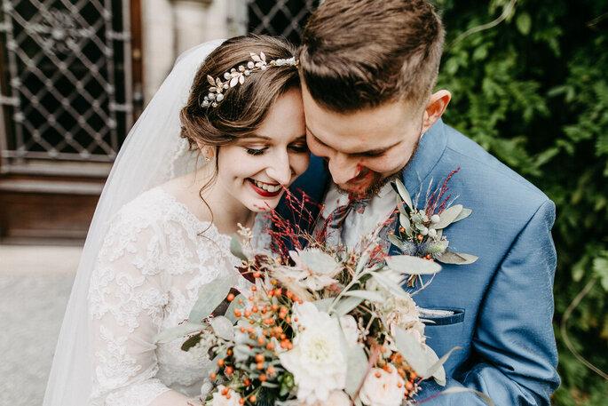 Ein Brautpaar nach der Trauung, Foto von V&V Fotografie