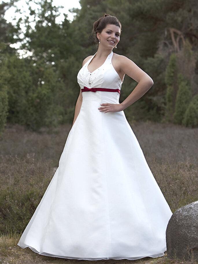 Modell Tayler aus der Kollektion Molly Monroe 2012 von Lohrengel