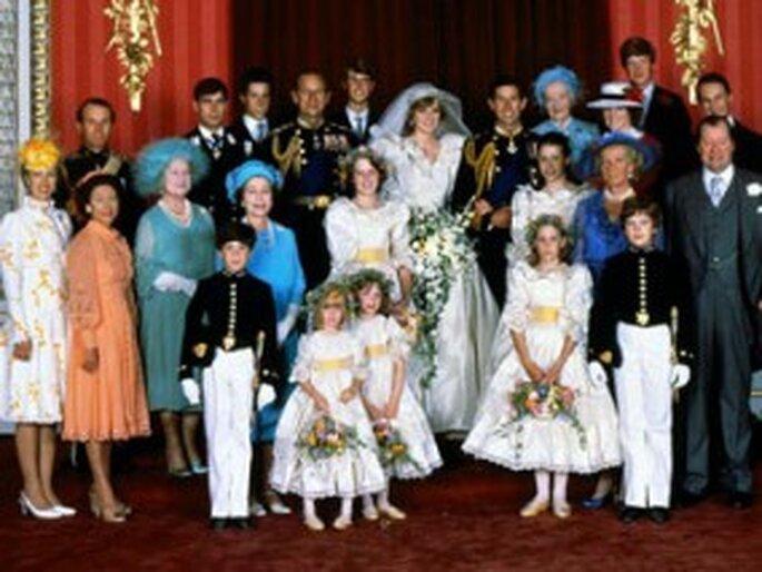 Frances Shand Kydd (right) de color azul el día de la boda de Lady Diana