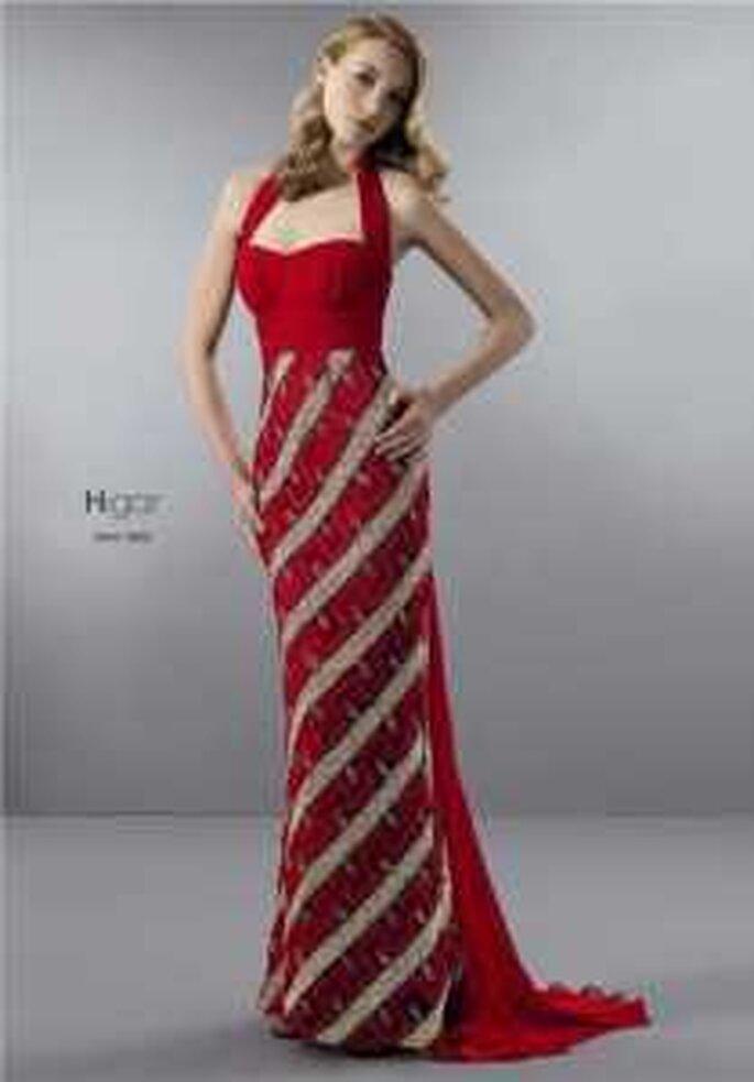 HigarNovias 2009 - Vestido rojo largo de escote halter, ajustado al cuerpo, de líneas diagonales