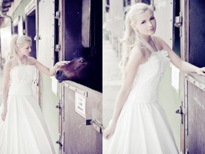 """Brautkleid im Motto """"Vom Winde verweht"""" von """"Küss die Braut""""; Foto: Martin Krolop, KROLOP & GERST PHOTOGRAPHY"""