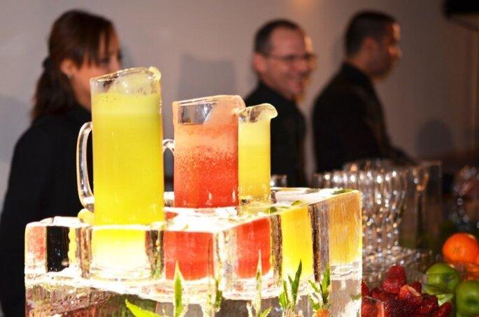 Bar à cocktails sculpté dans la glace, animation de mariage originale