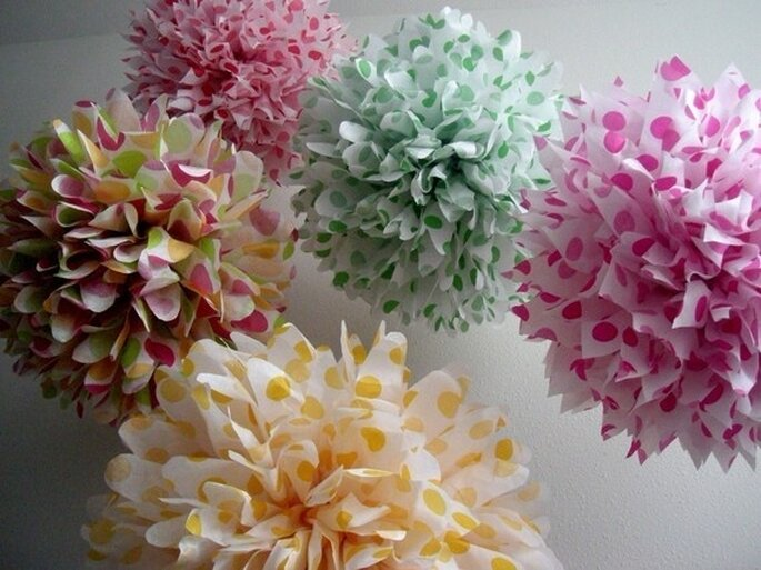 Paper decorations for your wedding - Photo: Pom Love