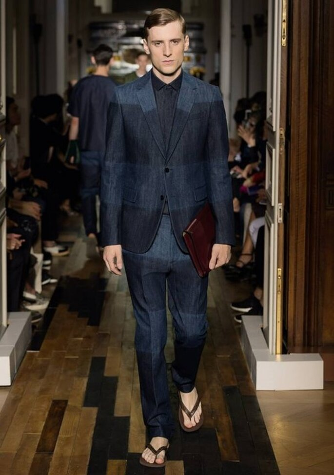 Traje para novio con tendencia de bloques de color en el saco - Foto Valentino