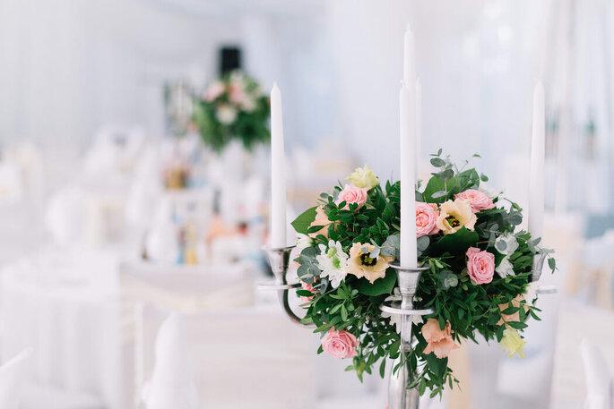 Décoration de mariage bouquets et chandeliers