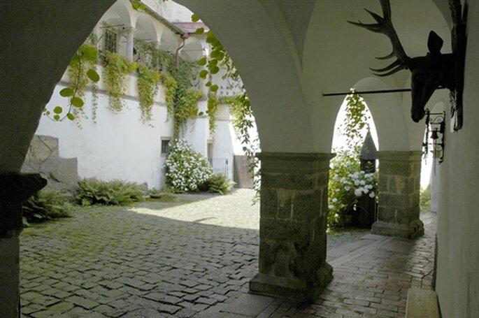 Innenhof der Burg Clam - Foto:www.burgclam.com