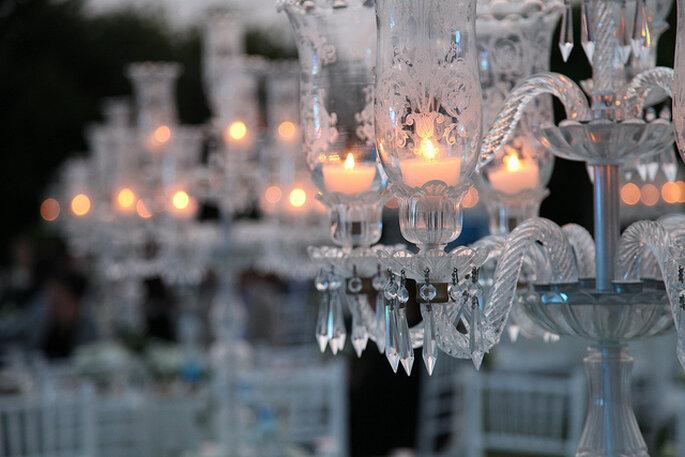 Candelabro elegante en la decoración de la boda. Foto: Osman Kalkavan