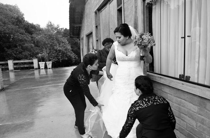 Muito mais do que arrumar o vestido da noiva