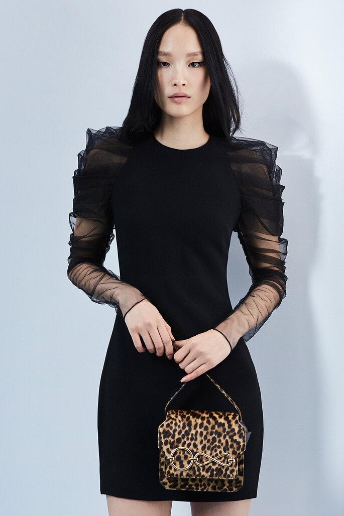Vestido de fiesta negro mini con mangas largas en tul