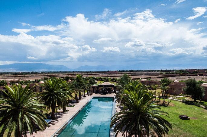 Superbe lieu de réception au Maroc avec sa piscine et ses palmiers