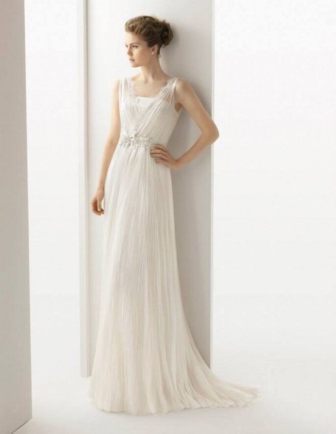 vestido de novia 2014 de tul de seda con encaje y pedrería - Foto Rosa Clará