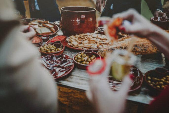 Verschiedene Speyialitäten auf Tellern