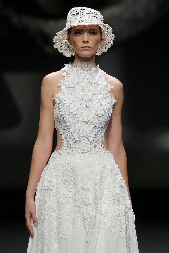 Colección Touch de Yolan Cris - vestido cuello cisne