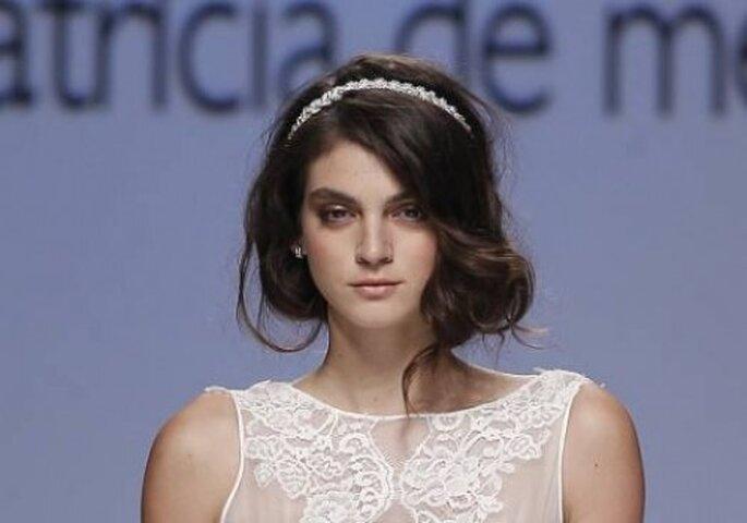 Peinado con estilo suelto y diadema. Foto: Pasarela Joana Montes - Patricia De Melo