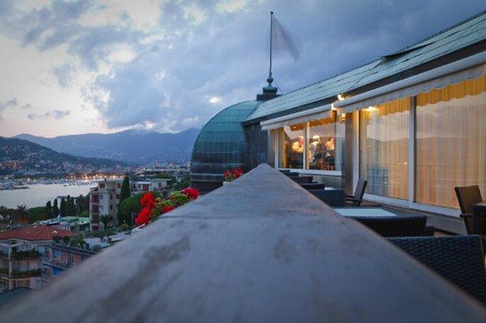 """Vista del ristorante """"Le Cupole"""", nel roof garden dell'hotel. Foto: grandhotelbristol.it"""